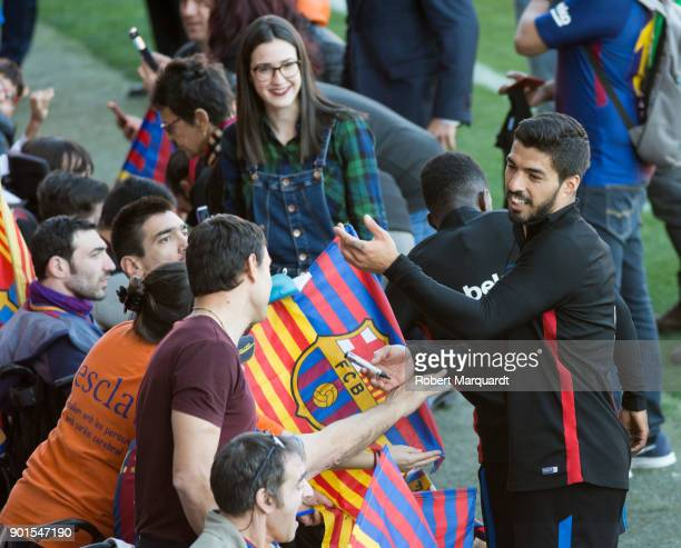 Luis Suarez seen signing autographs during an open public session held at the Barcelona Ministadium on January 5 2018 in Barcelona Spain