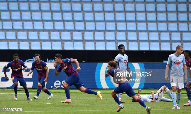 Luis Suárez celebrates scoring his second goal during the Liga match between RC Celta de Vigo and FC Barcelona at Abanca-Balaídos on June 27, 2020 in...