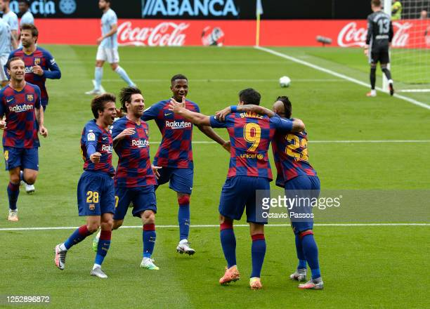 Luis Suárez of FC Barcelona is congratulated by team mates after scoring the opening goal during the Liga match between RC Celta de Vigo and FC...