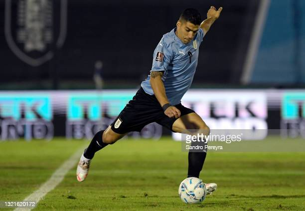 Luis Suárez of Uruguay kicks the ball during a match between Uruguay and Paraguay as part of South American Qualifiers for Qatar 2022 at Centenario...