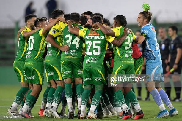 Luis Unsain goalkeeper of Defensa y Justicia celebrates with teammates after winning a quarter final second leg match between Defensa y Justicia and...