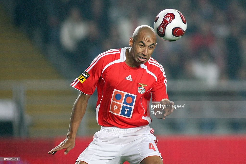 Luisao during the Portuguese Bwin League match between Academica de Coimbra and Benfica, January 15, 2007.