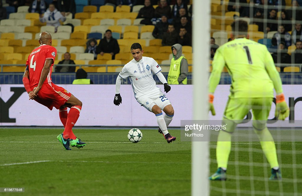 Luisao of SL Benfica challenges FC Dynamo's Derlis Gonzalez during UEFA Champions League Group B match at NSK Olimpiyskyi in Kyiv, Ukraine, October 19, 2016.
