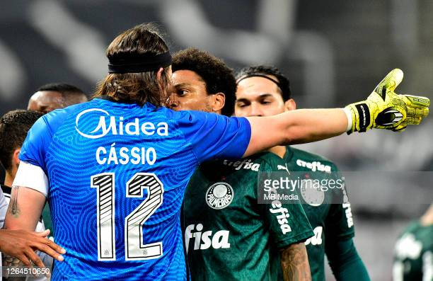 Luiz Adriano of Palmeiras argues with Cassio of Corinthians during a match between Corinthians and Palmeiras as part of the First Match of the Sao...