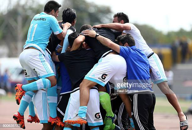 Luiz da Silva of Sporting Cristal celebrates with his teammates after scoring the third goal of his team against Cesar Vallejo during a second leg...