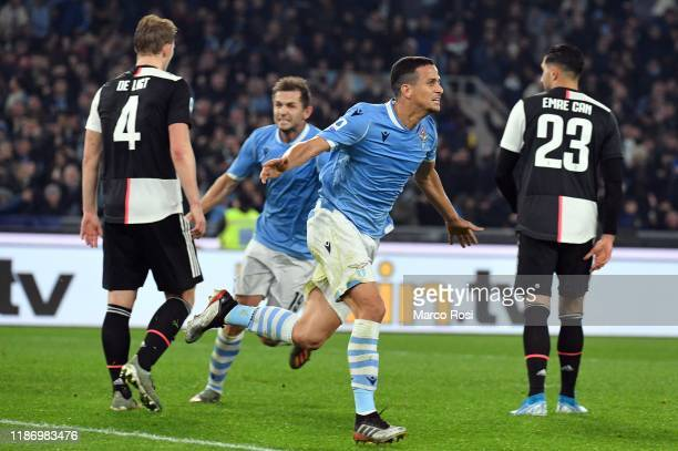 Luiz Felipe of SS lazio celebrates after scoring the first goal with his teammates during the Serie A match between SS Lazio and Juventus at Stadio...