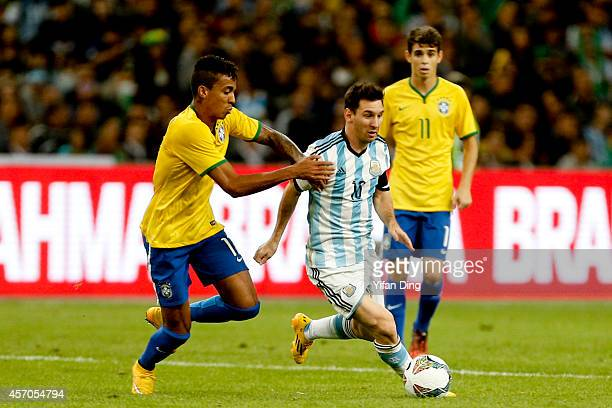 Luiz Gustavo of Brazil and Lionel Messi of Argentina battle for the ball during a match between Argentina and Brazil as part of 2014 Superclasico de...