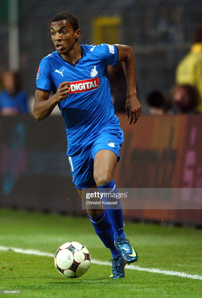 Luiz Gustavo of Hoffenheim runs with the ball during the Bundesliga match between 1899 Hoffenheim and Hamburger SV at the Carl-Benz-Stadium on October 26, 2008 in Mannheim, Germany.