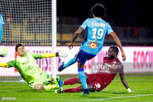 Luiz Gustavo of Marseille scores a goal during the Ligue 1 match between Metz and Olympique Marseille at Stade Saint Symphorien on November 29 2017...