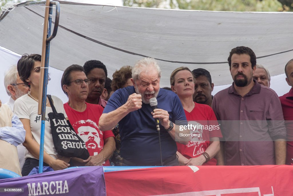 Luiz Inacio Lula da Silva, Brazil's former president, center, speaks outside the headquarters of the Workers' Party (PT) in Sao Bernardo do Campo, Brazil, on Saturday, April 7, 2018. Lula said he will turn himself in to police, finally ending a tense stand-off with the authorities after he ignored a court-ordered deadline to begin a prison sentence. Photographer: Rodrigo Capote/Bloomberg via Getty Images
