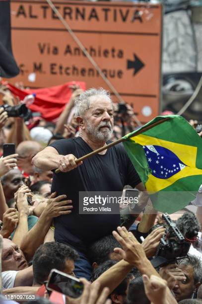 Luiz Inacio Lula da Silva Brazil's former president greets supporters outside of the Sindicato dos Metalurgicos do ABC on November 9 2019 in Sao...