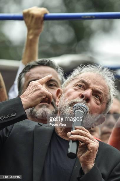 Luiz Inacio Lula da Silva Brazil's former president speaks outside of the Sindicato dos Metalurgicos do ABC on November 9 2019 in Sao Bernardo do...