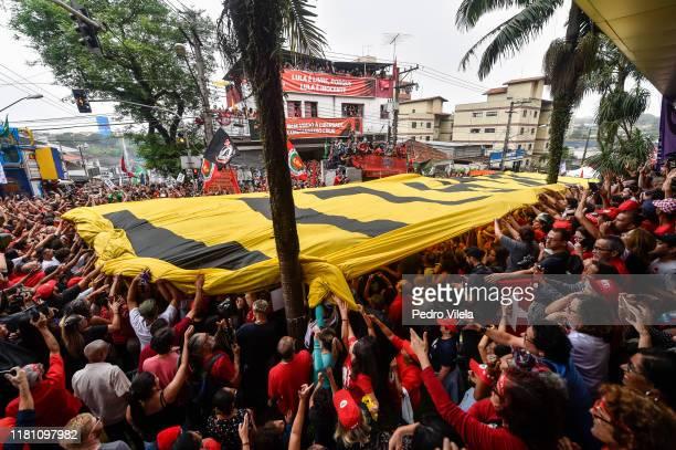 Luiz Inacio Lula da Silva Brazil's former president supporters outside of the Sindicato dos Metalurgicos do ABC on November 9 2019 in Sao Bernardo do...