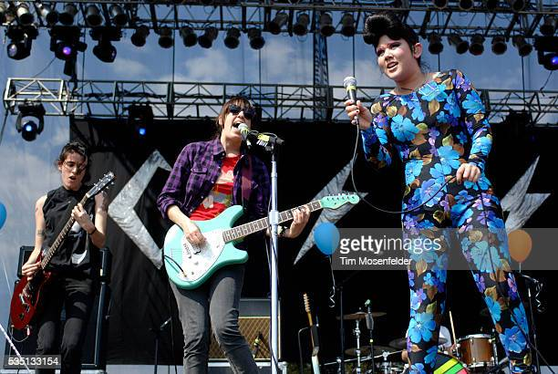 Luiza Sa, Ana Rezende, and Lovefoxxx of CSS perform at the 2008 Austin City Limits music festival.