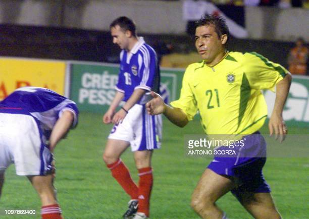 Luizao of the brazilian soccer team celebrates his goal against Yugoslavia 27 March 2002 during a friendly game in Fortaleza Brazil Luizao del...