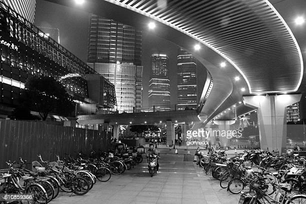 lujiazui finance and trade zone, shanghai - pudong - fotografias e filmes do acervo