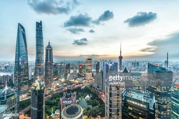 lujiazui financial district - schanghai stock-fotos und bilder