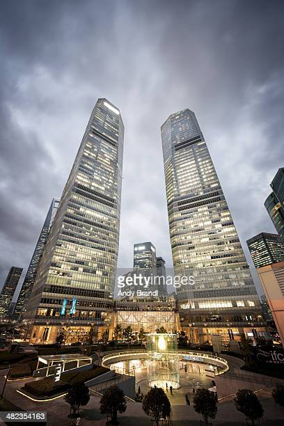 lujiazui - ifc (shanghai) - two international finance center stock pictures, royalty-free photos & images