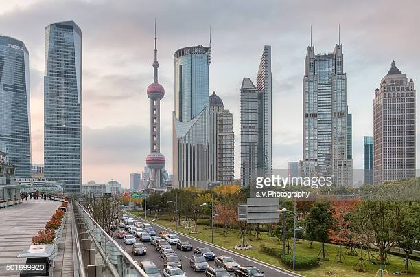 lujiazui skyline in pudong. - andre vogelaere stock pictures, royalty-free photos & images