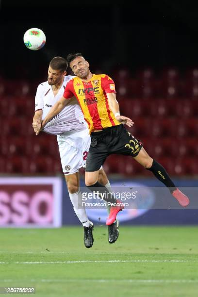 Luka Bogdan of AS Livorno vies with Gabriele Moncini of Benevento Calcio during the Serie B match between Benevento Calcio and AS Livorno at Stadio...