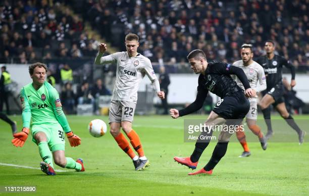 Luka Jovic of Eintracht Frankfurt scores his team's first goal during the UEFA Europa League Round of 32 Second Leg match between Eintracht Frankfurt...