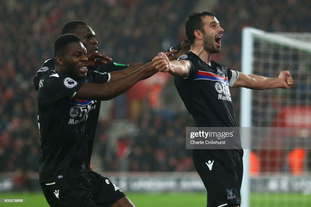 Luka Milivojevic of Crystal Palace celebrates after scoring his sides second goal with his Crystal Palace team mates during the Premier League match between Southampton and Crystal Palace at St Mary's Stadium on January 2, 2018 in Southampton, England.