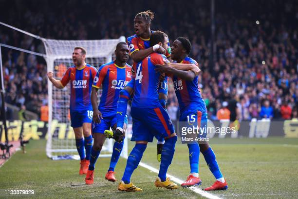 Luka Milivojevic of Crystal Palace celebrates scoring their 1st goal from the penalty spot with team mated during the Premier League match between...