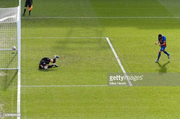 Luka Milivojevic of Crystal Palace celebrates scoring their team's first goal from the penalty spot past Sam Johnstone of West Bromwich Albion during...