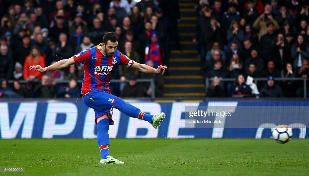 Luka Milivojevic of Crystal Palace scores a penalty for his sides first goal during the Premier League match between Crystal Palace and Liverpool at Selhurst Park on March 31, 2018 in London, England.