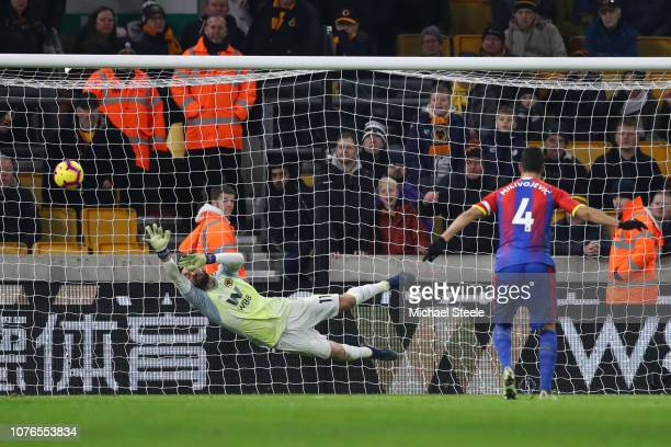 Luka Milivojevic of Crystal Palace scores his team's second goal past Rui Patricio of Wolverhampton Wanderers from the penalty spot during the...