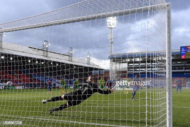 Luka Milivojevic of Crystal Palace scores their team's first goal from the penalty spot past Sam Johnstone of West Bromwich Albion during the Premier...