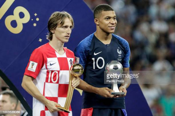 Luka Modri of Croatia wins best player award and Kylian Mbappé of France wins second best world cup award the 2018 World Cup title after a 42 win...