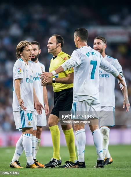 Luka Modric and Cristiano Ronaldo of Real Madrid argue with referee Antonio Miguel Mateu Lahoz reacts during the La Liga 201718 match between Real...