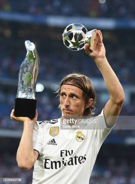 Luka Modric of Real Madrid celebrates with his 2017/18 UEFA Men's Player of the Year award before the La Liga match between Real Madrid CF and CD...