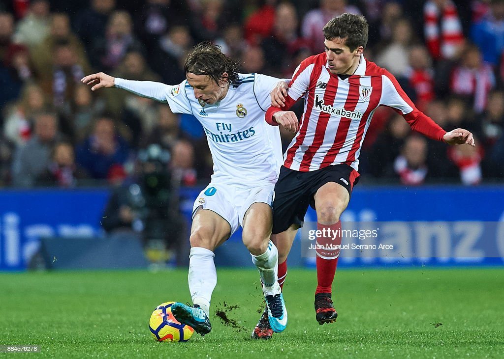 Luka Modric of Real Madrid CF (L) being followed by Ander Iturraspe of Athletic Club (R) during the La Liga match between Athletic Club and Real Madrid at Estadio de San Mames on December 2, 2017 in Bilbao, Spain.