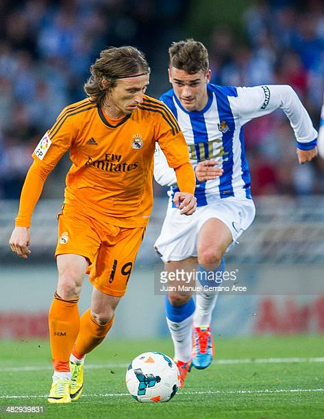 Luka Modric of Real Madrid CF duels for the ball withAntoine Griezmann of Real Sociedad during the La Liga match between Real Sociedad and Real...