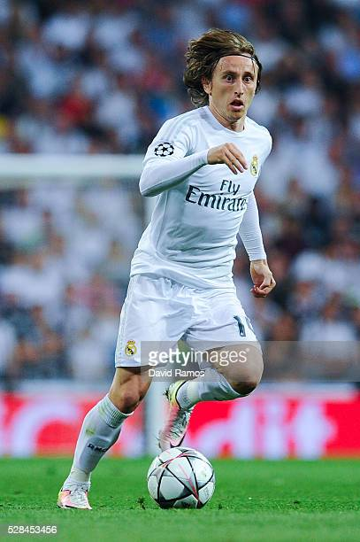 Luka Modric of Real Madrid CF runs with the ball during the UEFA Champions League Semi Final second leg match between Real Madrid and Manchester City...