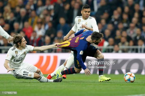 Luka Modric of Real Madrid competes for the ball with Lionel Messi of Barcelona during the Copa del Semi Final match second leg between Real Madrid...