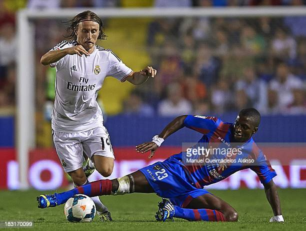 Luka Modric of Real Madrid competes for the ball with Papakouly Diop of Levante during the La Liga match between Levante UD and Real Madrid at Ciutat...
