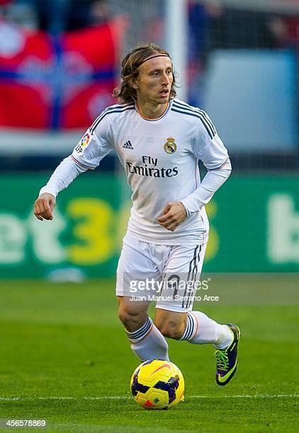 Luka Modric of Real Madrid controls the ball during the La Liga match between CA Osasuna and Real Madrid CF at Estadio Reyno de Navarra on December...