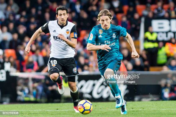 Luka Modric of Real Madrid fights for the ball with Daniel Parejo Munoz of Valencia CF during the La Liga 201718 match between Valencia CF and Real...