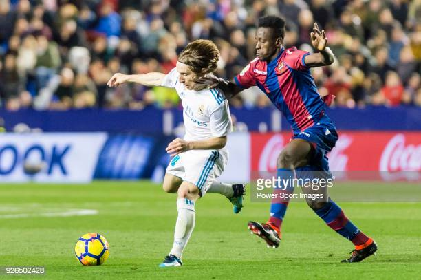 Luka Modric of Real Madrid fights for the ball with Emmanuel Okyere Boateng of Levante UD during the La Liga 201718 match between Levante UD and Real...
