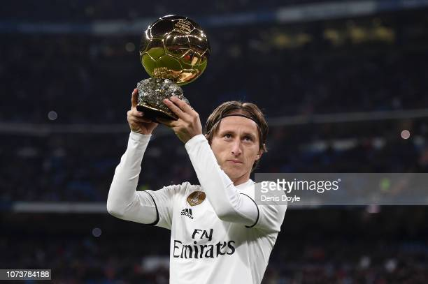 Luka Modric of Real Madrid presents his Ballon d'Or Trophy to the crowd prior to the La Liga match between Real Madrid CF and Rayo Vallecano de...