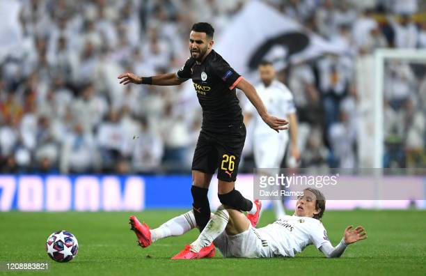 Luka Modric of Real Madrid tackles Riyad Mahrez of Manchester City during the UEFA Champions League round of 16 first leg match between Real Madrid...