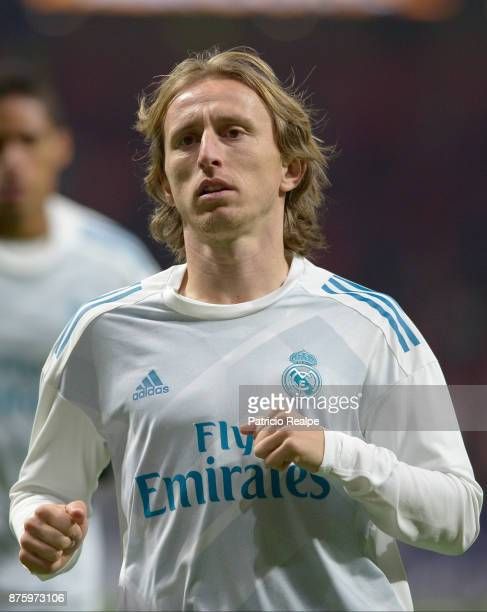 Luka Modric of Real Madrid warms up prior to the match between Atletico Madrid and Real Madrid as part of La Liga at Wanda Metropolitano Stadium on...