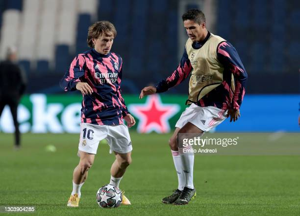 Luka Modric of Real Madrid warms up with Raphael Varane prior to the UEFA Champions League Round of 16 match between Atalanta and Real Madrid at...
