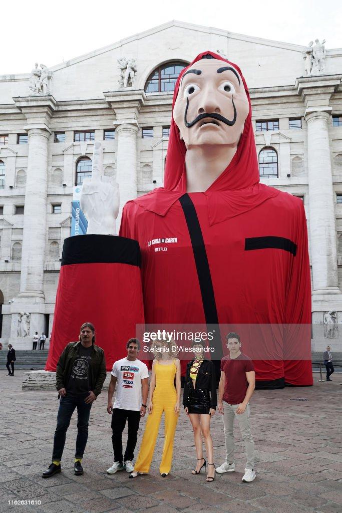 """Piazza De Papel"" - ""La Casa Di Carta"" (Money Heist) Event In Milan : Foto di attualità"