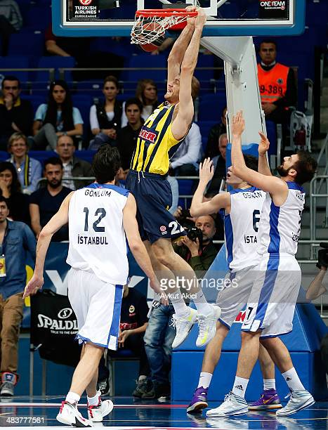 Luka Zoric #22 of Fenerbahce Ulker Istanbul in action during the 20132014 Turkish Airlines Euroleague Top 16 Date 14 game between Fenerbahce Ulker...