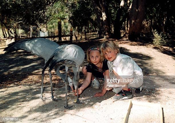 Lukas Hoenig mit Schwester Paula Hoenigbei Kapstadt Südafrika Afrika Urlaub Vogel Tier