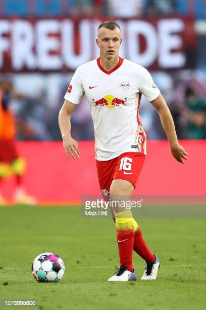Lukas Klostermann of RB Leipzig controls the ball during the Bundesliga match between RB Leipzig and 1. FSV Mainz 05 at Red Bull Arena on September...